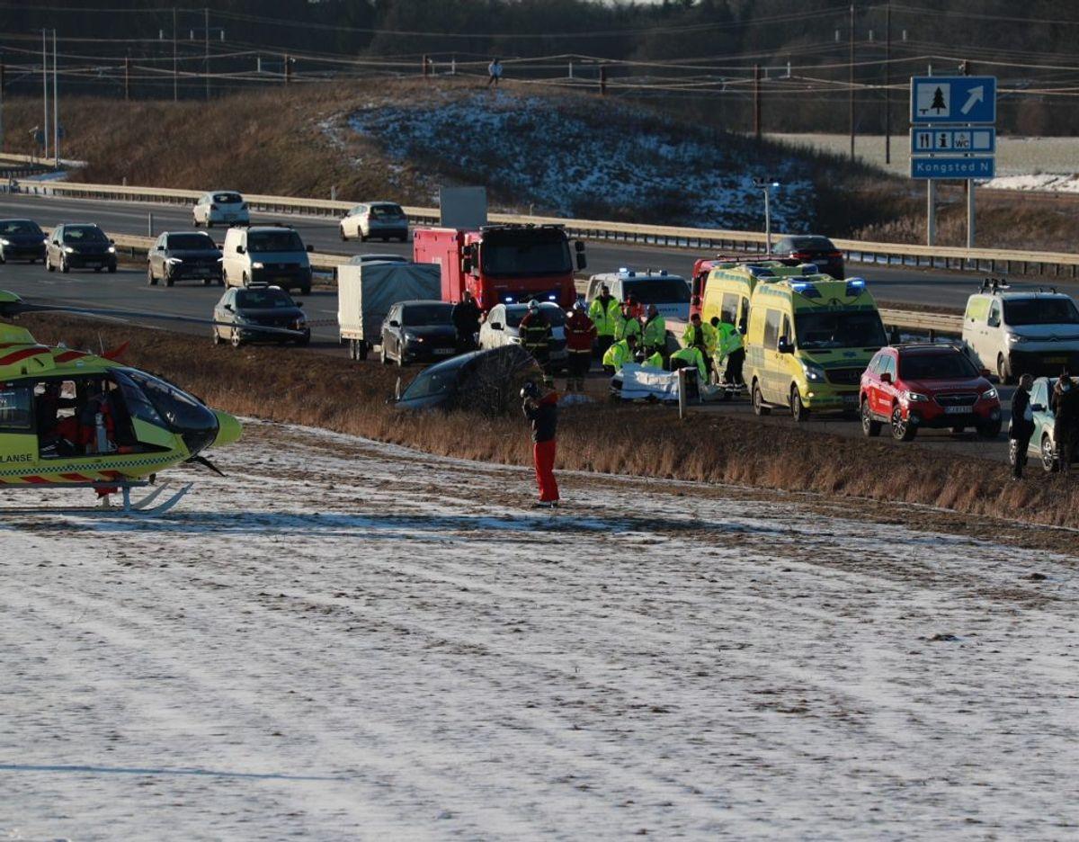 Det ser voldsomt ud ved ulykken på Vestmotorvejen. Foto: Presse-fotos.dk.