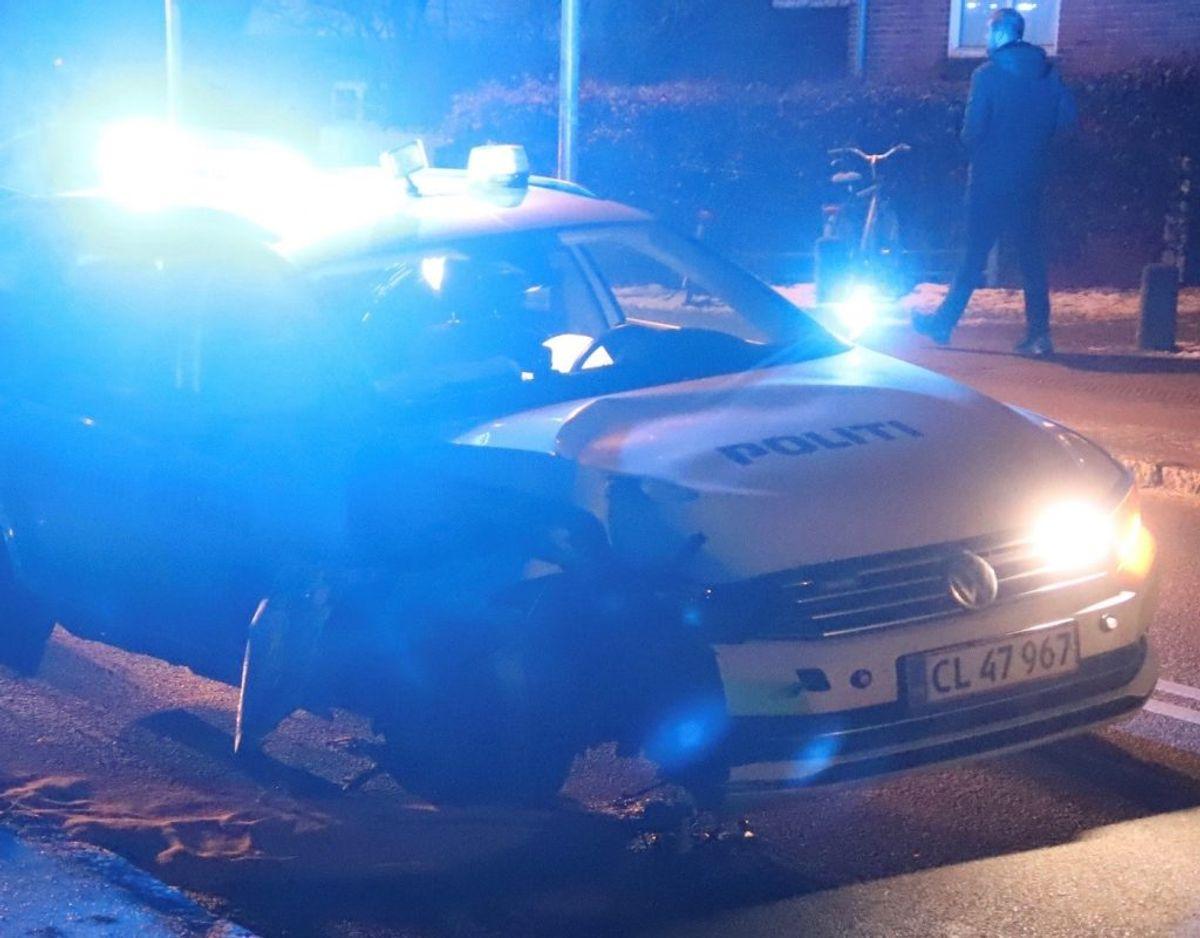 En patruljebil kørte galt natten til søndag. KLIK FOR FLERE BILLLEDER. Foto: Presse-fotos.dk