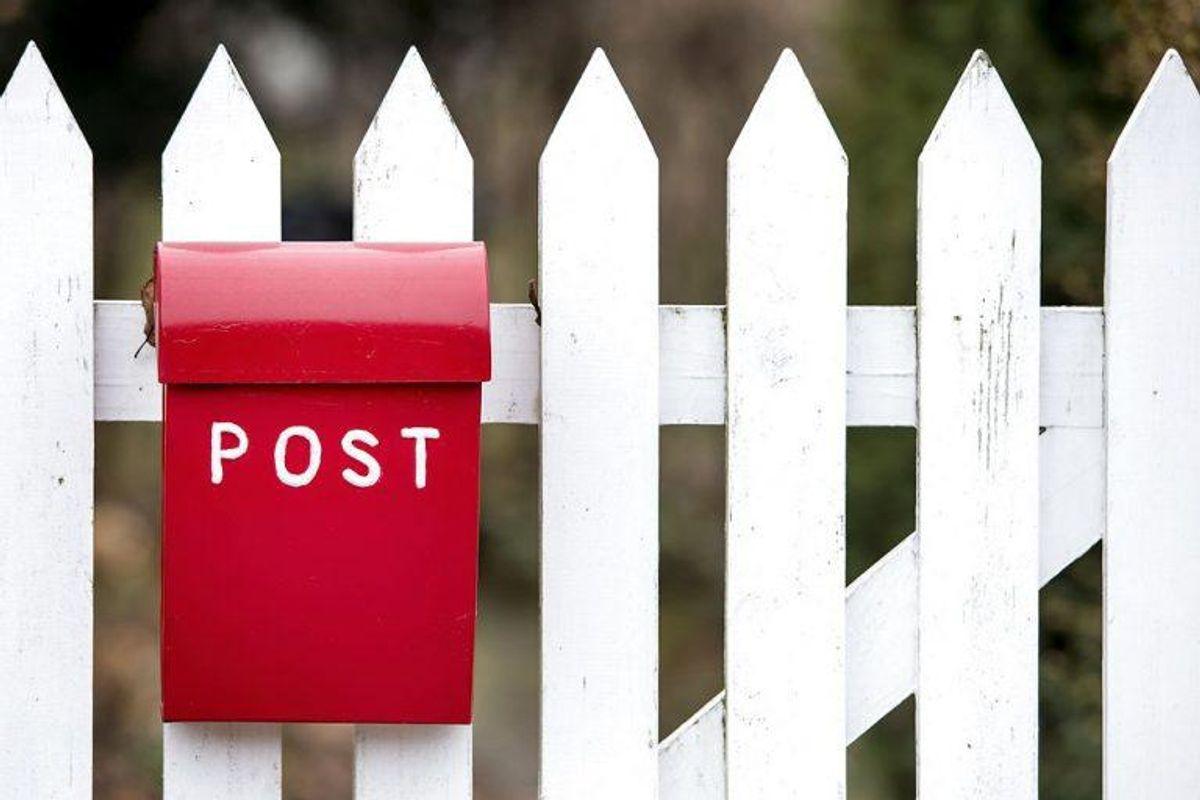 Man skal heller ikke lægge den i postkassen eller brevsprækken med en snor, så man kan trække den ud. Foto: Bax Lindhardt/Scanpix
