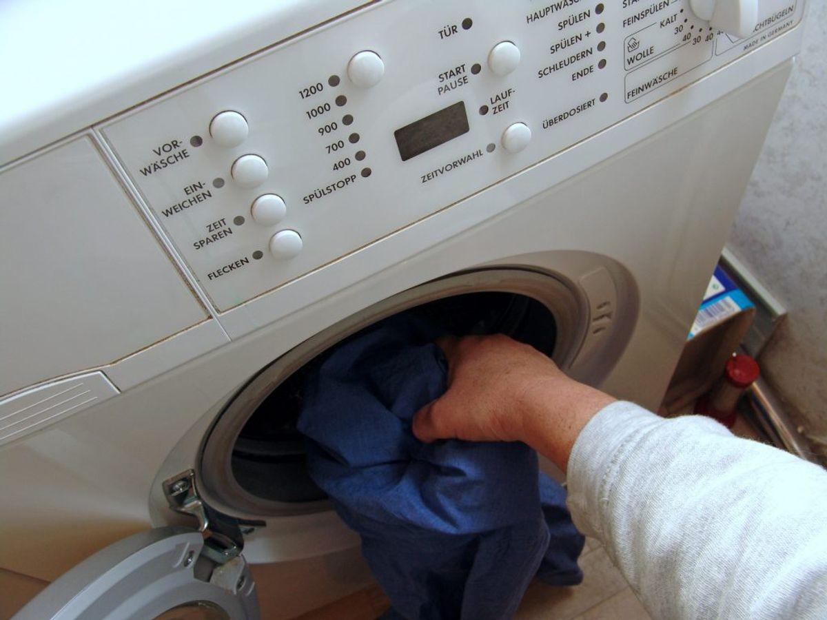 Der findes en række tøjvaskfejl, mange formentlig begår, som kan slide unødigt på vaskemaskinen. KLIK VIDERE OG SE SYV EKSEMPLER. Foto: Scanpix.
