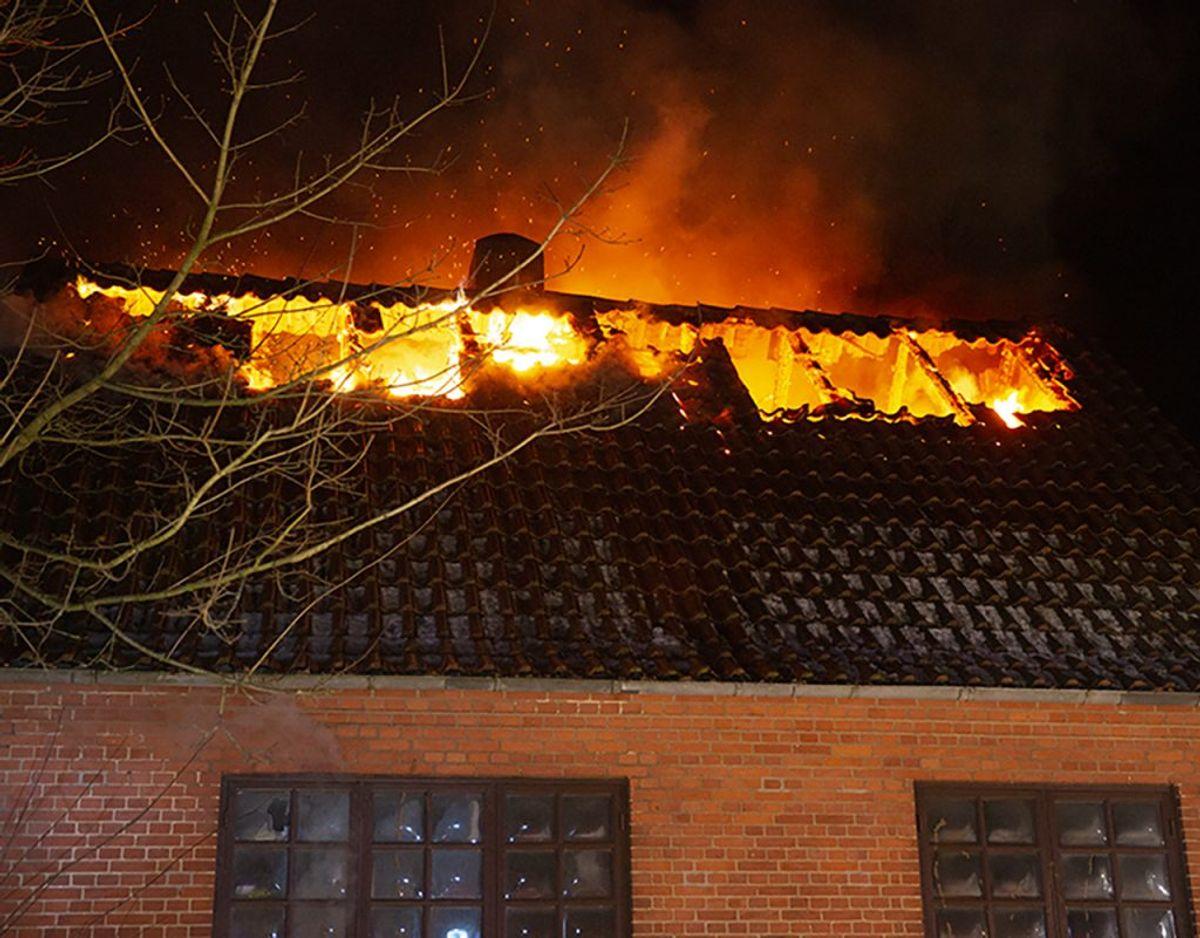 Voldsom brand i parcelhus på J P Jensens Vej i Grindsted natten til fredag. KLIK VIDERE OG SE FLERE BILLEDER. Foto: René Lind Gammelmark