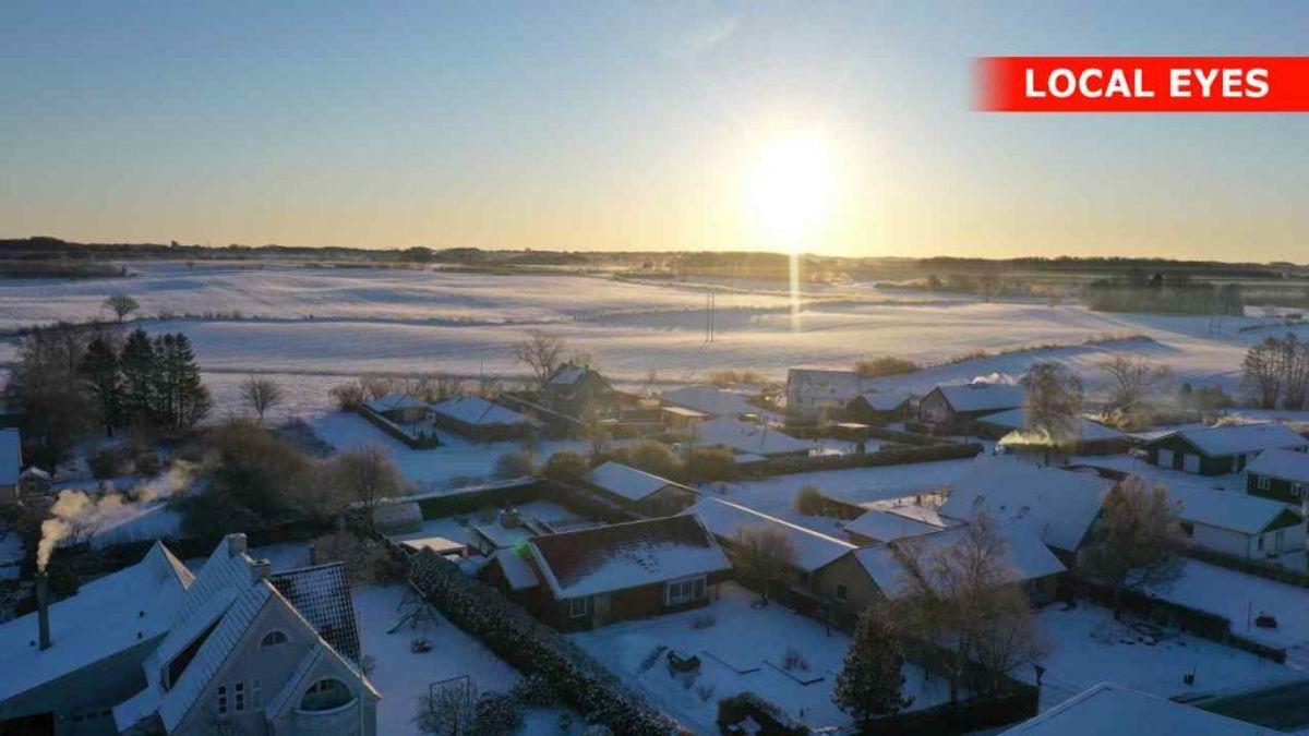 Den historiske kolde morgen blev ledsaget solskin over det meste af landet. KLIK VIDERE OG SE FLERE BILLEDER AF SOLOPGANGEN FREDAG MORGEN – HER FRA FYN. Foto: Local Eyes.