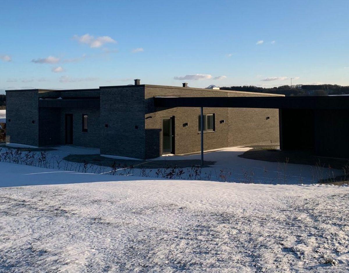 Helt tom. Sådan har præsteboligen i Brædstrup set ud siden 2019. Foto: Dorte Skou Vinther