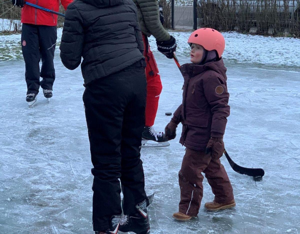 Familiens yngste medlem er også snart klar til at skøjte. Foto: Line Christensen (privatfoto)