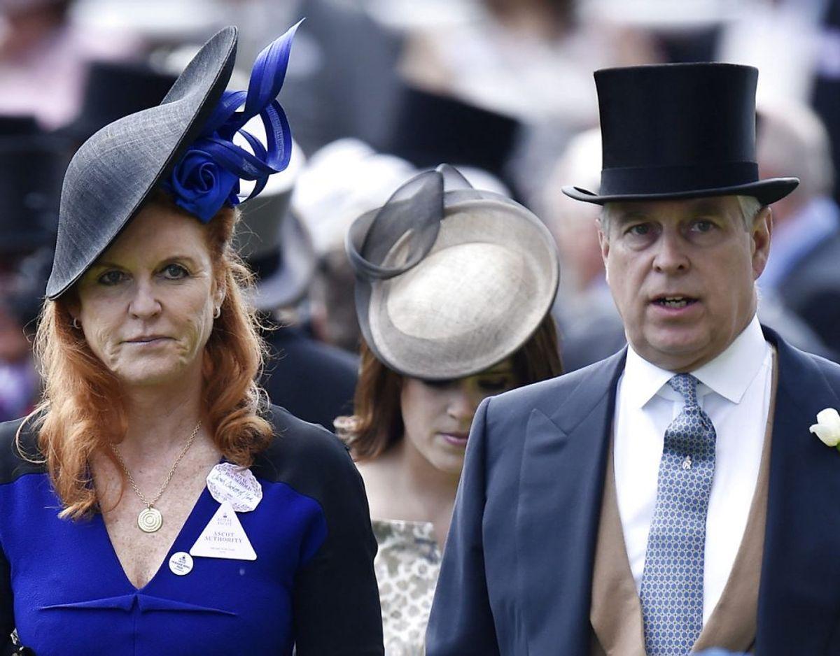 Men den lille drengs ankomst er skandaleramte prins Andrew og Sarah Ferguson før første gang blevet bedsteforældre. Klik videre for flere billeder. Foto: Scanpix/Reuters / Toby Melville Livepic