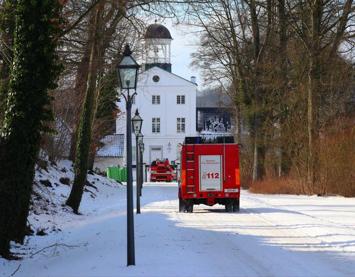 Sønderborg Brand & Redning rykkede onsdag formiddag ud til en brand på Gråsten Slot. Foto: presse-fotos.dk