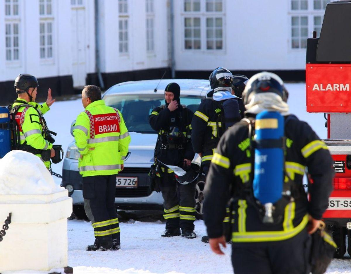 Det sønderjyske beredskab var massivt til stede ved slotsbranden. KLIK VIDERE OG SE FLERE BILLEDER. Foto: presse-fotos.dk
