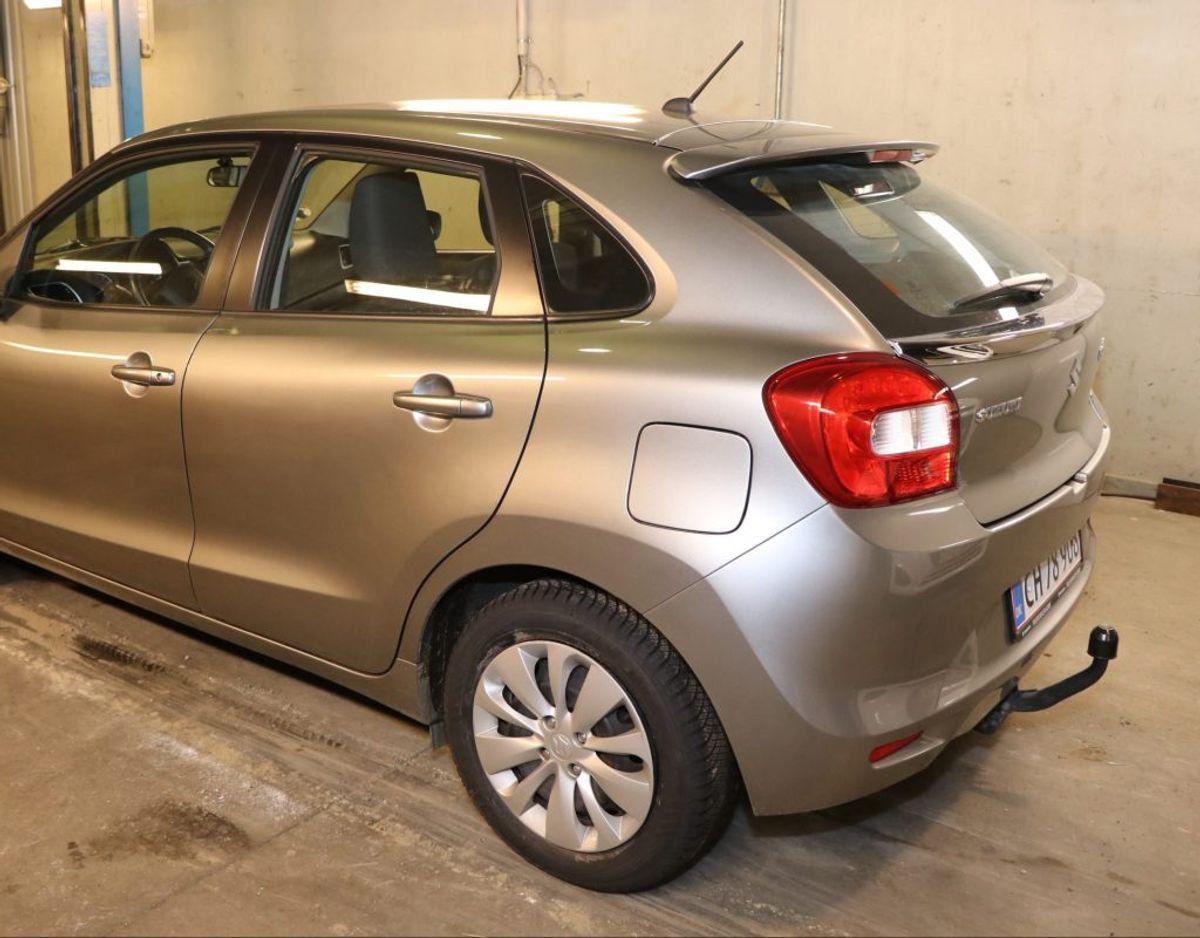 Onsdag efterlyser politiet desuden viden om en Suzuki Baleos færden i forskellige områder. Foto: Politi