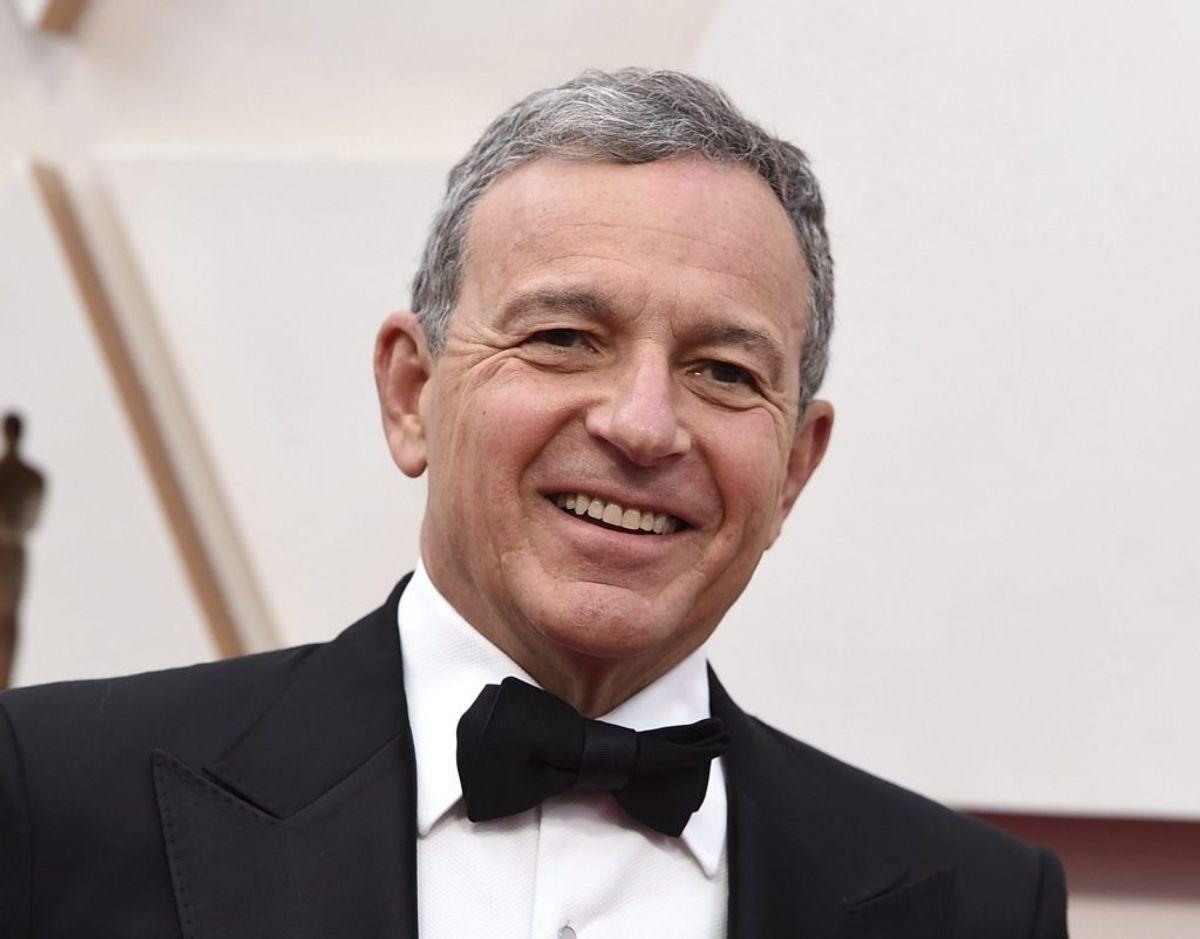 Bob Iger er blandt andet blevet kåret til Hollywoods mest magtfulde mand på grund af Disneys dominerende position i filmverdenen. Her ankommer han til sidste års oscaruddeling. – Foto: Jordan Strauss/Ritzau Scanpix