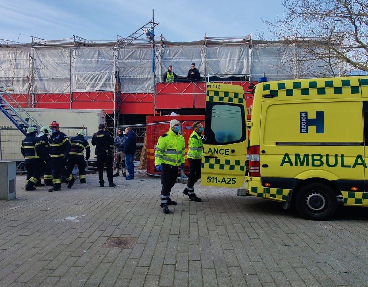 En uheldig arbejder skød sig selv i låret med en sømpistol. Foto: Presse-fotos.dk.