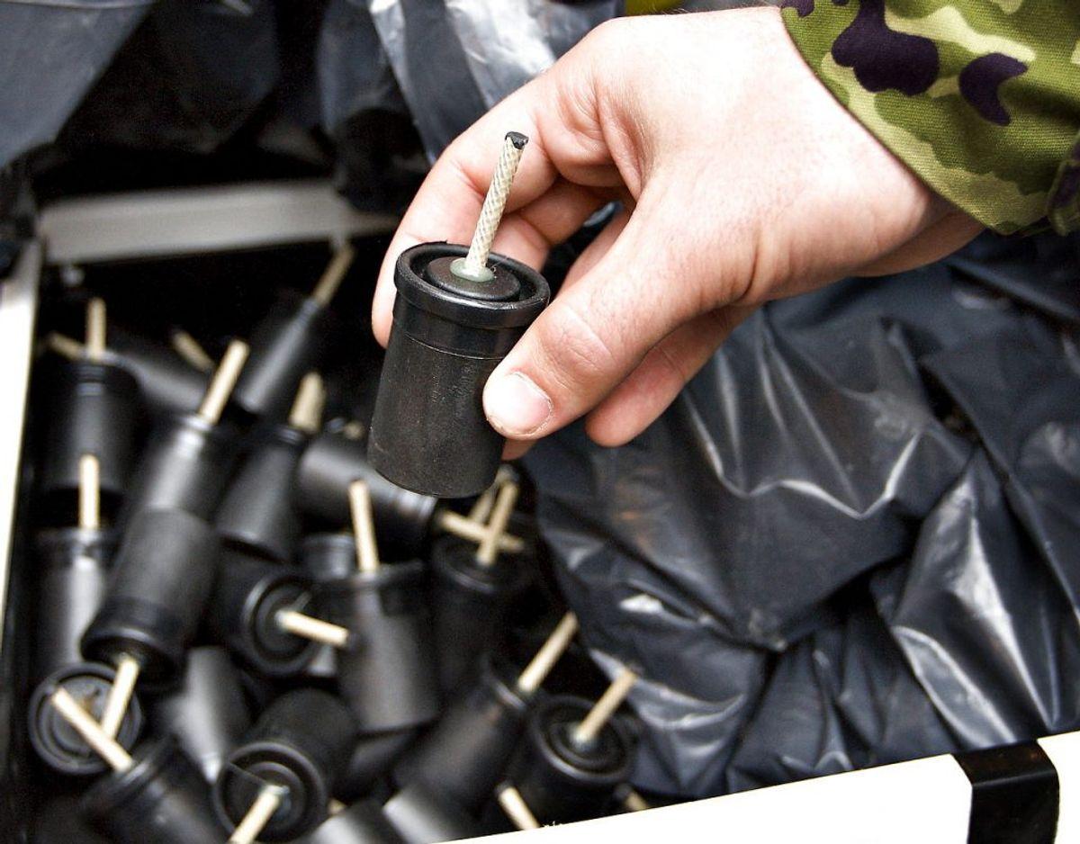 Politiet fandt et kælderrum fyldt med kanonslag. Arkivfoto: Scanpix