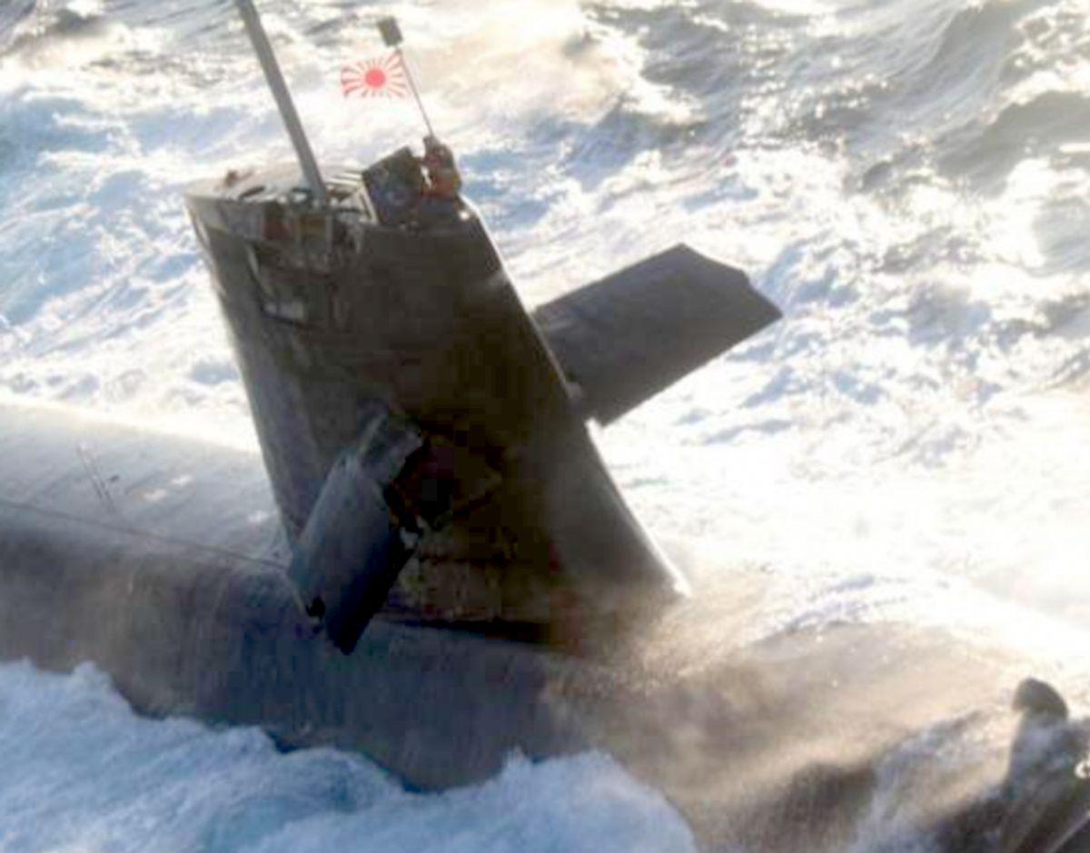 Foto af ubådens skader på tårnet. Foto: Den japanske kystredningstjeneste