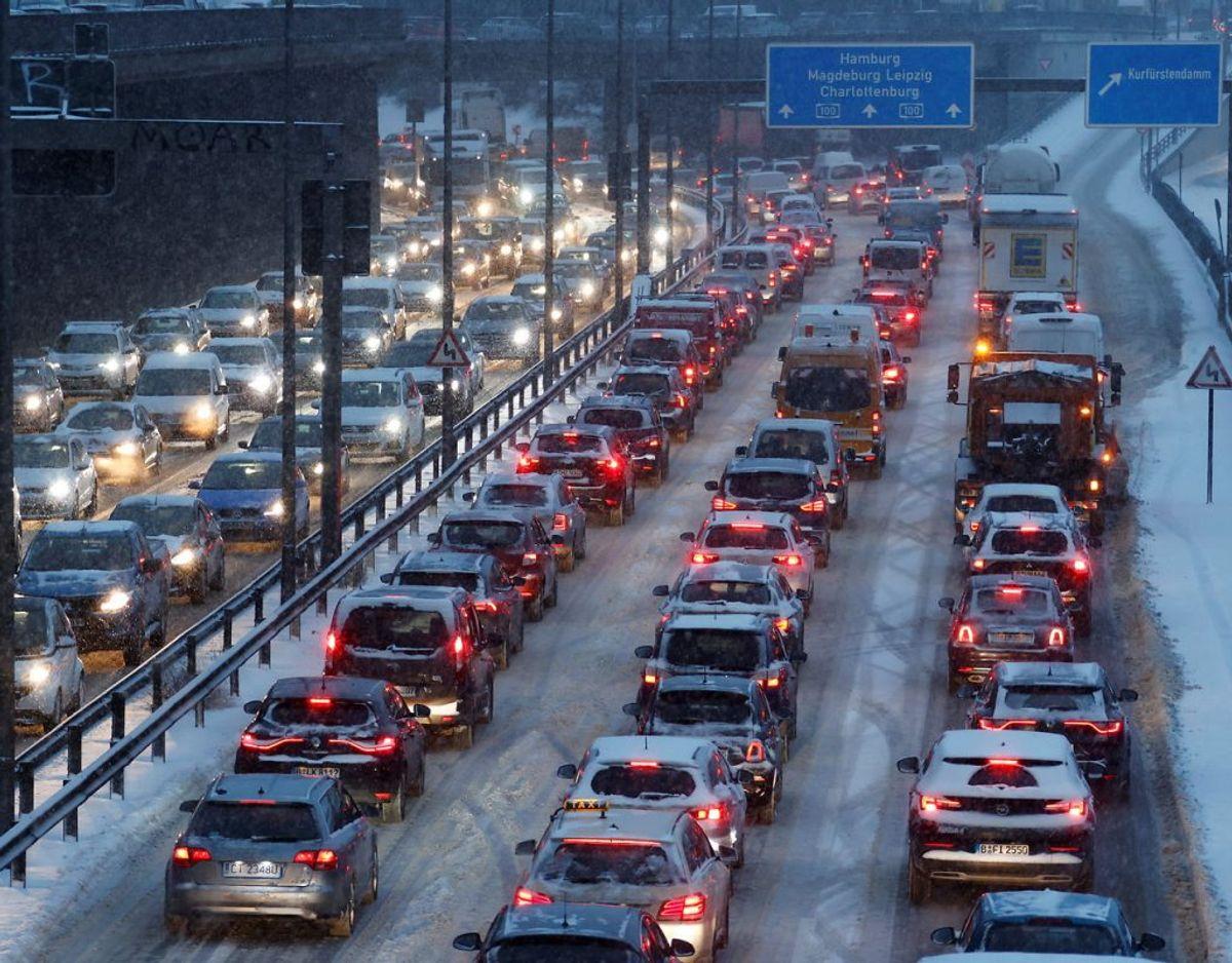 Vintervejret har skabt kaos på de tyske motorveje. KLIK FOR FLERE BILLEDER FRA TYSKLAND. Foto: REUTERS/Fabrizio Bensch/Scanpix