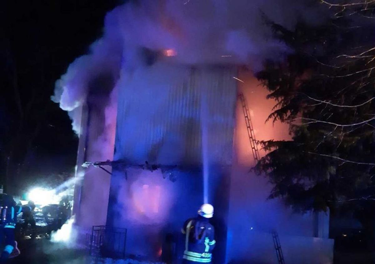 Huset var overtændt, da brandvæsenet nåede frem. Foto: Räddningstjänsten Östra Skaraborg