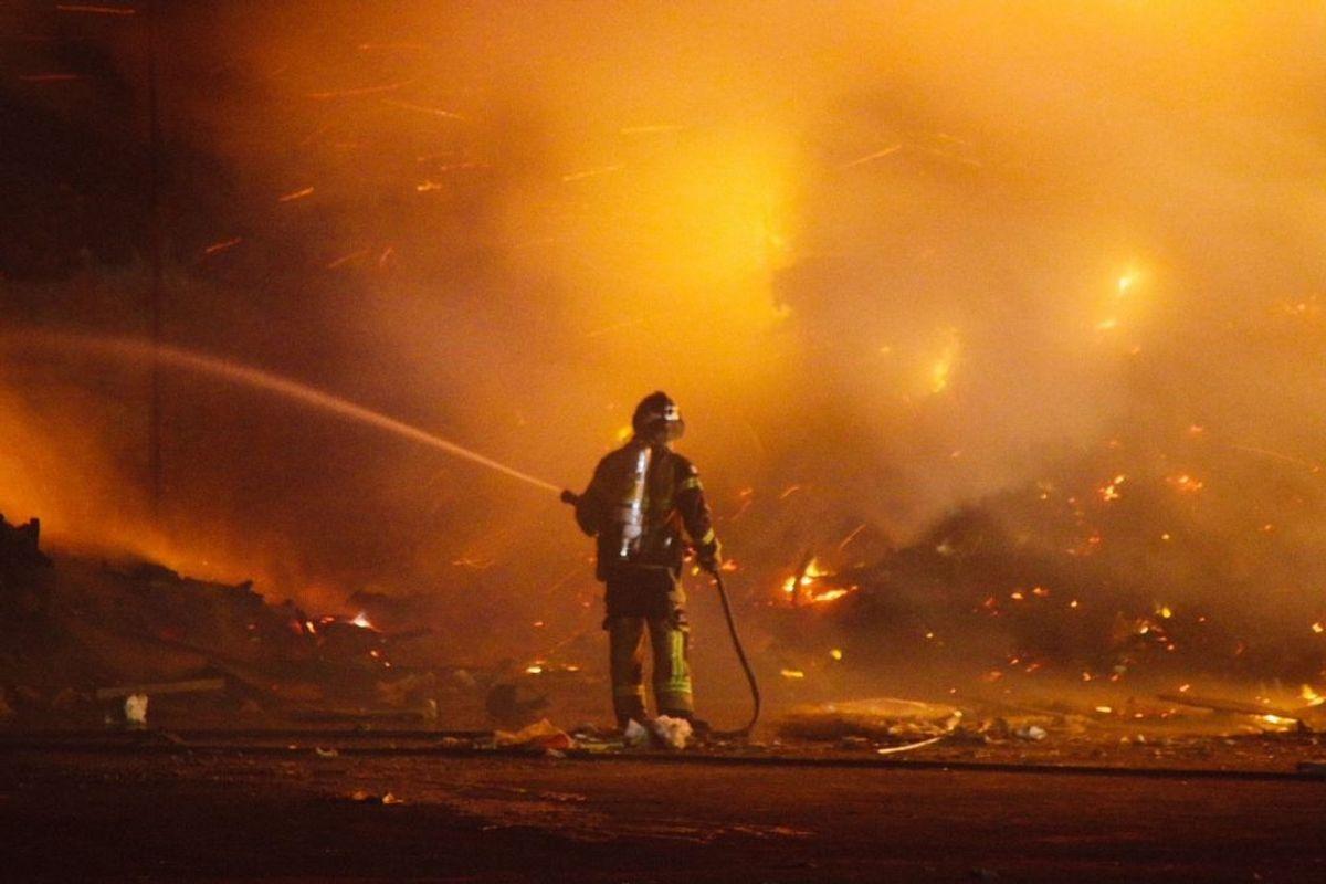 Brandvæsenet rykkede talstærkt ud. KLIK FOR FLERE BILLEDER. Foto: Presse-fotos.dk