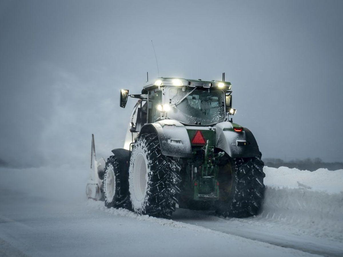 Sne og snefygning på Sydmotorvejen på Sydsjælland, mandag den 8. februar 2021. DMI har en varsling ude, der gælder til mandag aften, om dynger af sne. Den kan dog blive forlænget til tirsdag, siger meteorologen.. (Foto: Mads Claus Rasmussen/Ritzau Scanpix)