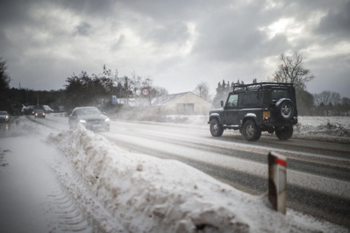 Danmarks Meteorologiske Institut (DMI) varsler snestorm over Bornholm, Sydsjælland, Møn, Lolland og Falster de kommende dage. Desuden vil der være snefygning i hele det sydlige Danmark. Politiet advarer bilister, der kører ud. Foto: Tim Kildeborg Jensen/Scanpix