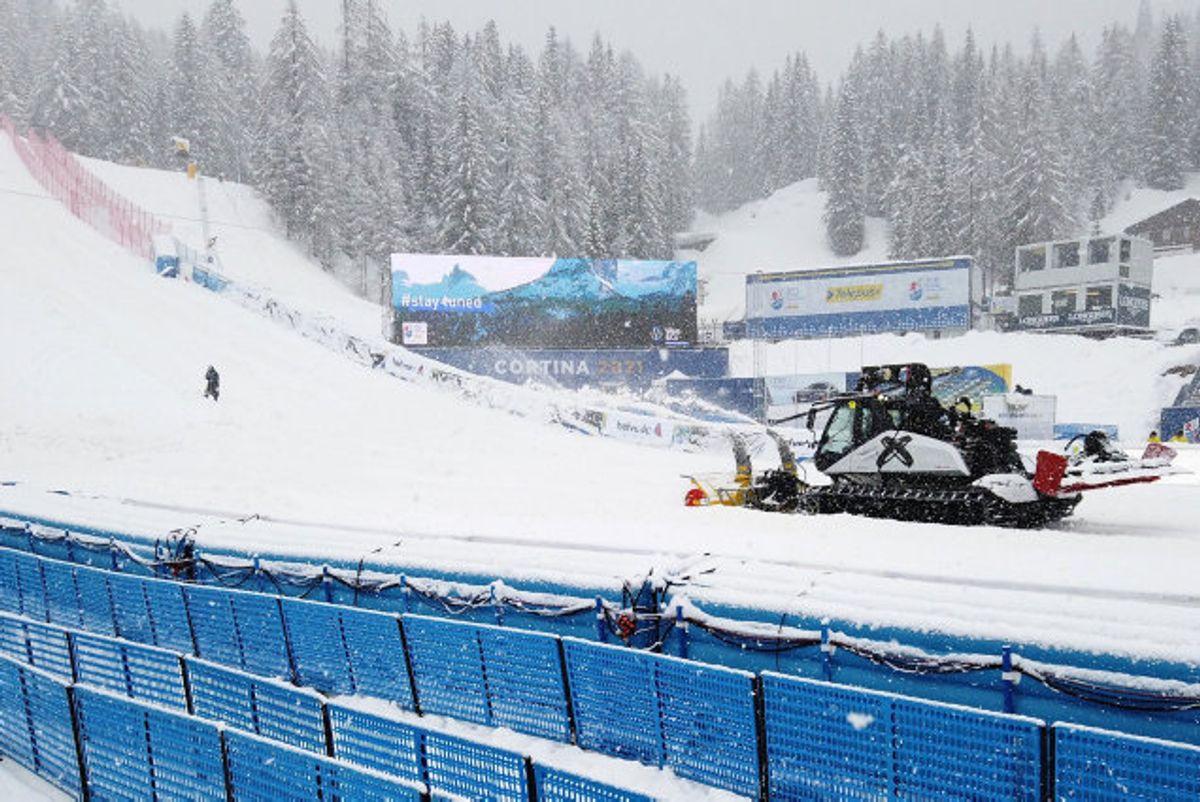 Vejret driller arrangørerne af VM i alpint skiløb. Foto: Denis Balibouse/Reuters