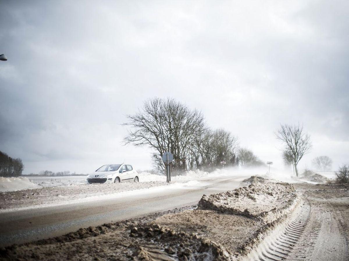 Sne og snefygning på Rute 9. på Tåsinge. (Foto: Tim Kildeborg Jensen/Scanpix 2021)