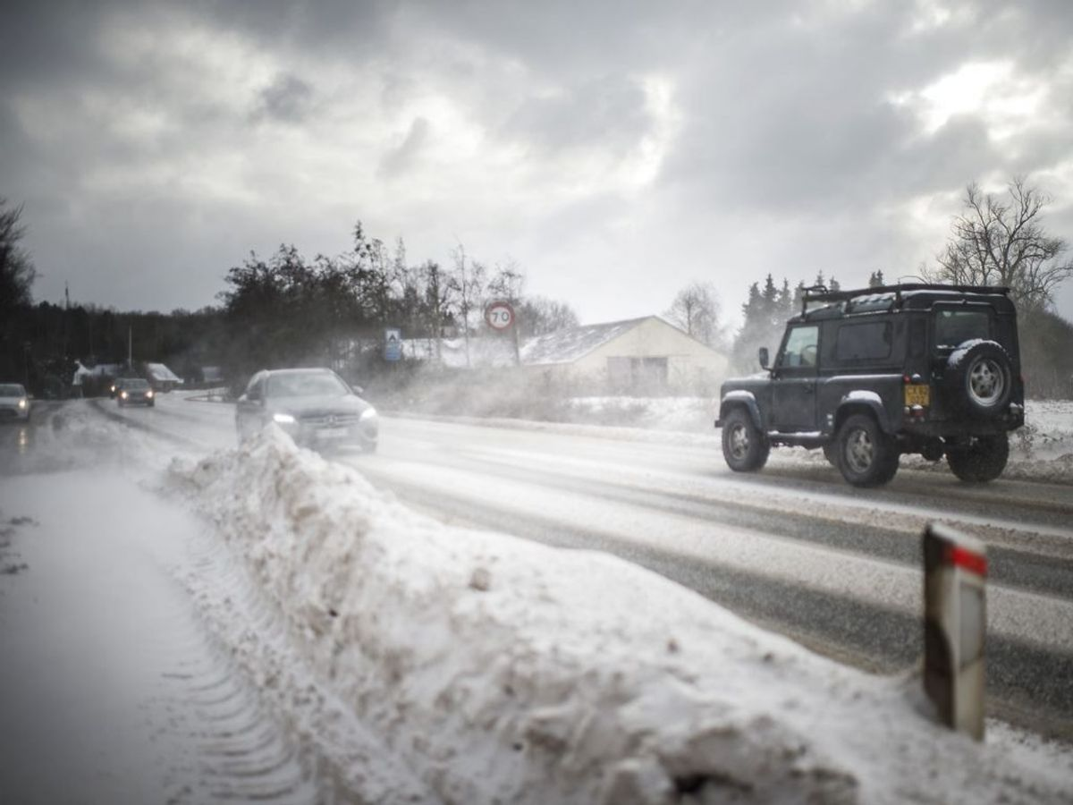 Sne og snefygning på Rute 9. på Tåsinge, mandag den 8. februar 2021. Mandag bliver det både koldt og blæsende, hvor der også kan være problemer med snefygninger flere steder i særligt den sydlige del af landet. (Foto: Tim Kildeborg Jensen/Scanpix 2021)