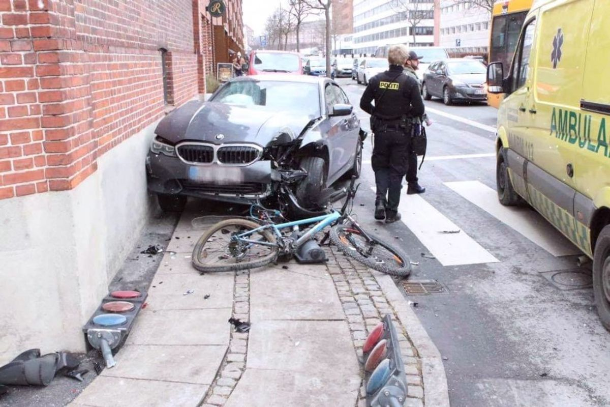 Der er sket to ulykker på samme vej med blot fire minutters mellemrum. KLIK for flere billeder. Foto: Presse-fotos.dk.