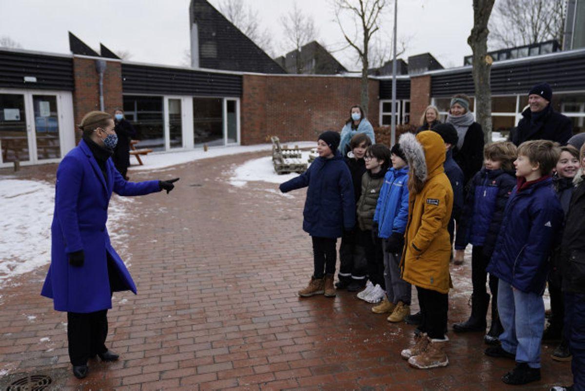 Mette Frederiksen besøger Allerslev Skole i Lejre Kommune på Sjælland mandag den 8. februar 2021. 0.-4. klasse kan fra i dag gå i skole igen. Foto: Mads Claus Rasmussen/Scanpix