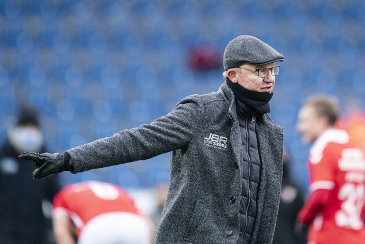 Glen Riddersholm, Sønderjyskes træner, gik skuffet fra banen søndag eftermiddag med et nederlag til Vejle i Superligaen. Nu vil holdet rejse sig på onsdag mod Fremad Amager i pokalen. Foto: Claus Fisker/Scanpix