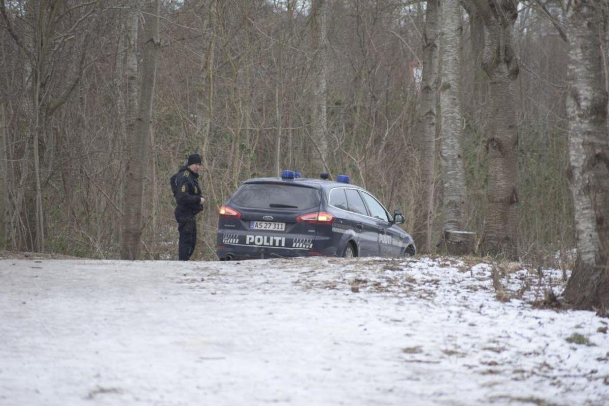 Politiet leder lige nu massivt efter den forsvundne kvinde. Her ved Brabrandstien. Foto: Øxenholt Foto.