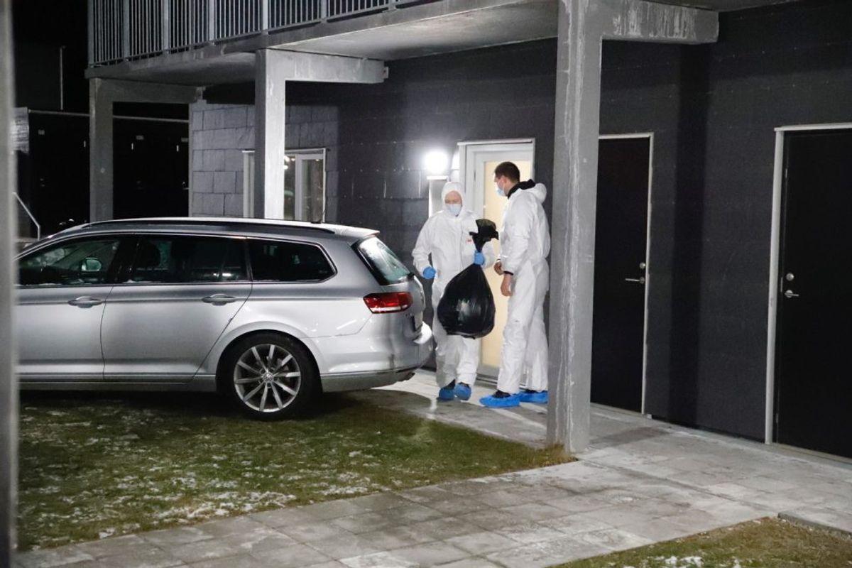 Politiet er søndag til stede to steder i Holbæk. KLIK for flere billeder. Foto: Presse-fotos.dk.