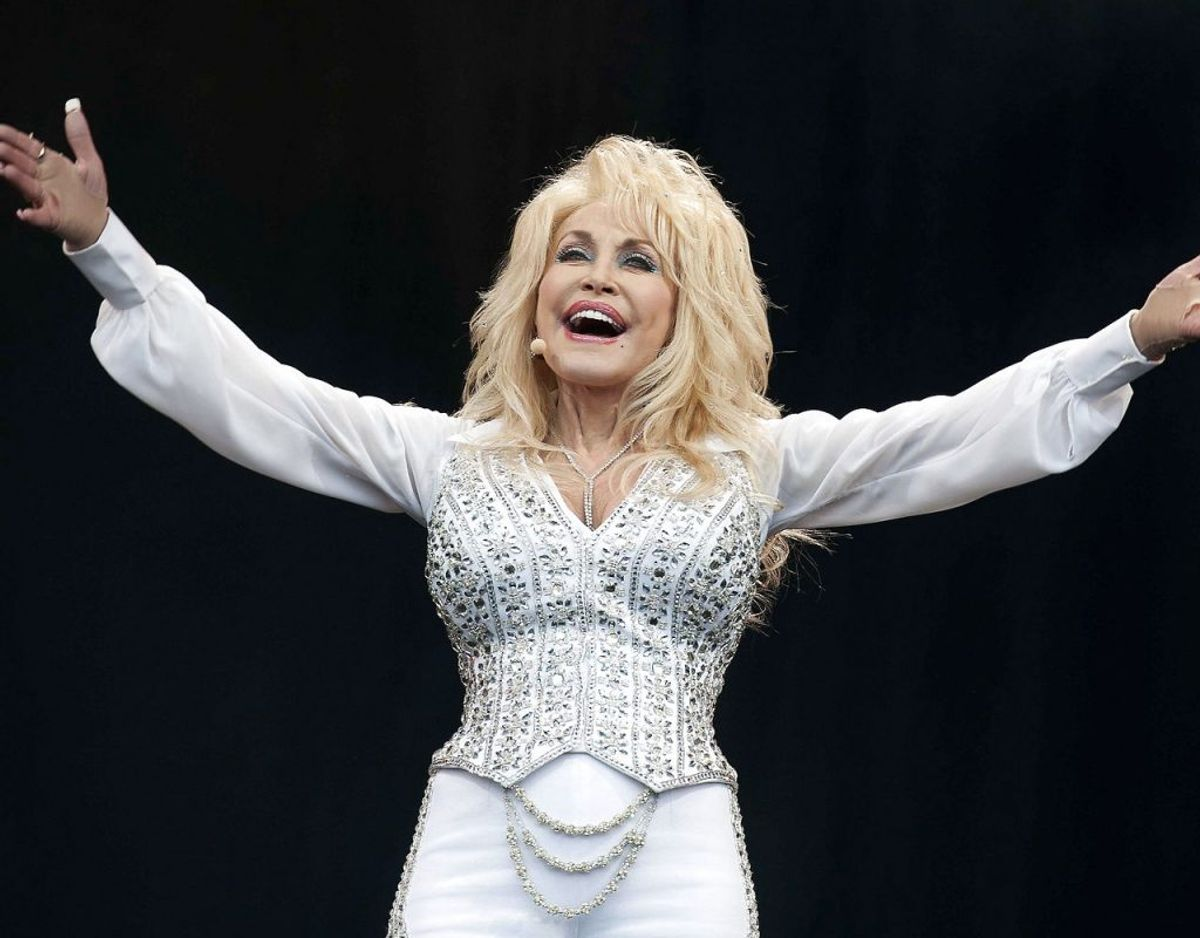 Præcis hvad Dolly Parton får ud af reklamestuntet er uvist. Men det er næppe småpenge. Klik videre for flere billeder. Foto: Scanpix/ EPA/WILL OLIVER