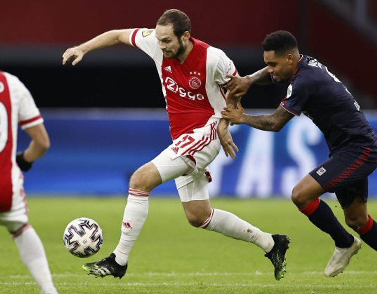 Daley Blind (tv.) og holdkammeraterne fra Ajax kommer ikke i kamp søndag. (Arkivfoto) Foto: Maurice Van Steen/AFP