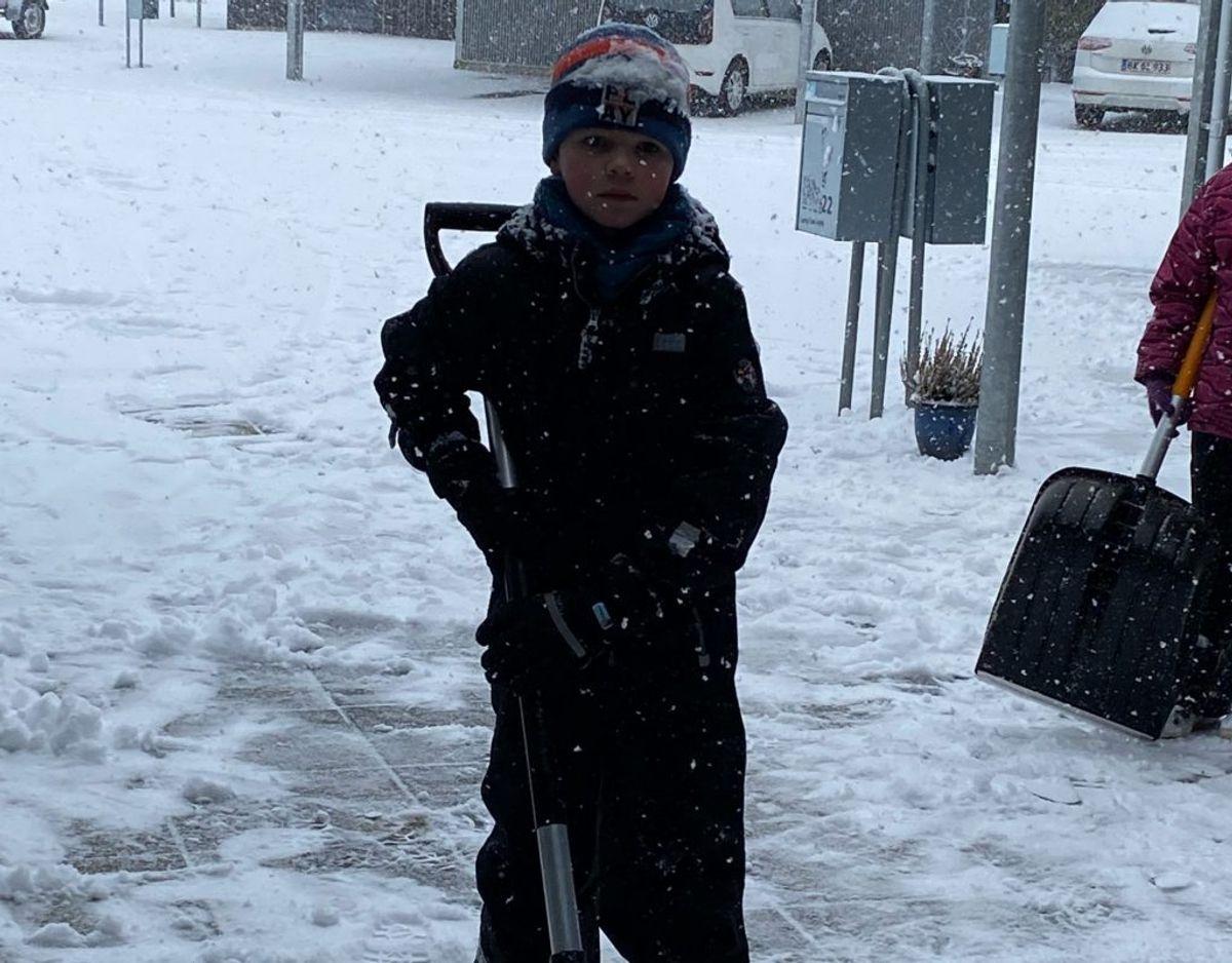 Linda sender dette billede fra Billund. Kort tid efter var der sneet til igen. KLIK FOR FLERE LÆSERFOTOS FRA SNEVEJRET.