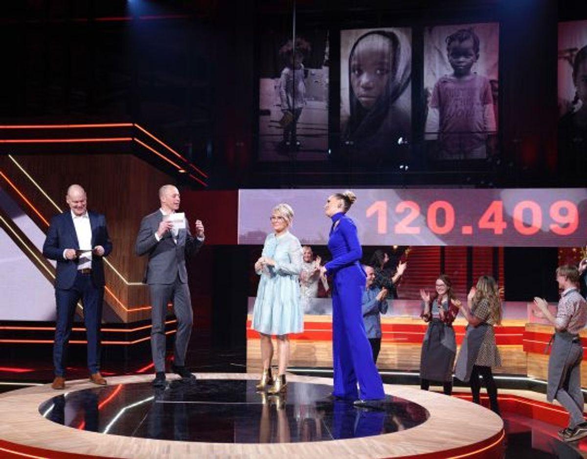 Lørdag aften kuliminerede Danmarks Indsamling med et stort tv-show på DR sendt fra Tinghallen i Viborg. I alt blev der indsamlet 120.409.254 millioner kroner. Foto: PR foto/Free