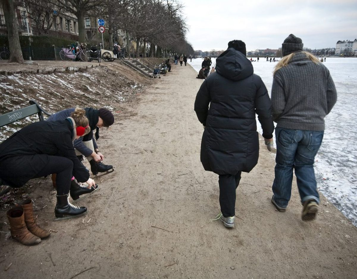 Isen er for tynd på søerne i København, til at man må gå ud på den. Billedet her er fra et tidligere år. (Arkivfoto) – Foto: Niels Ahlmann Olesen/Ritzau Scanpix