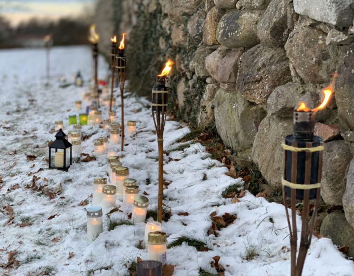 Faklerne markerer, hvor lysene kan stilles. Foto: TV2 Østjylland
