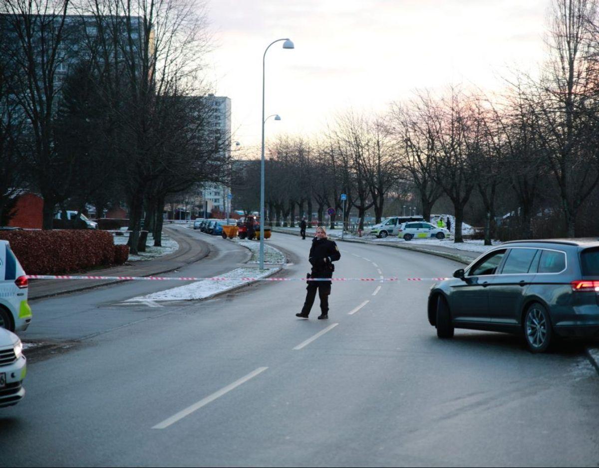 Politiet efterforsker skyderi i Brøndbyøster. KLIK FOR FLERE BILLEDER. Foto: presse-fotos.dk