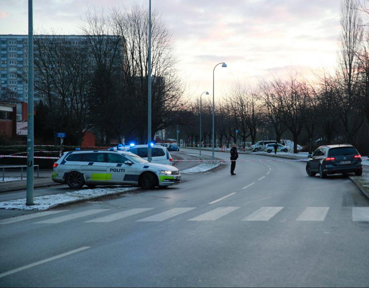 Politiet er massivt til stede ved politiaktion i Brøndby. Klik videre og se et billede mere. Foto: presse-fotos.dk