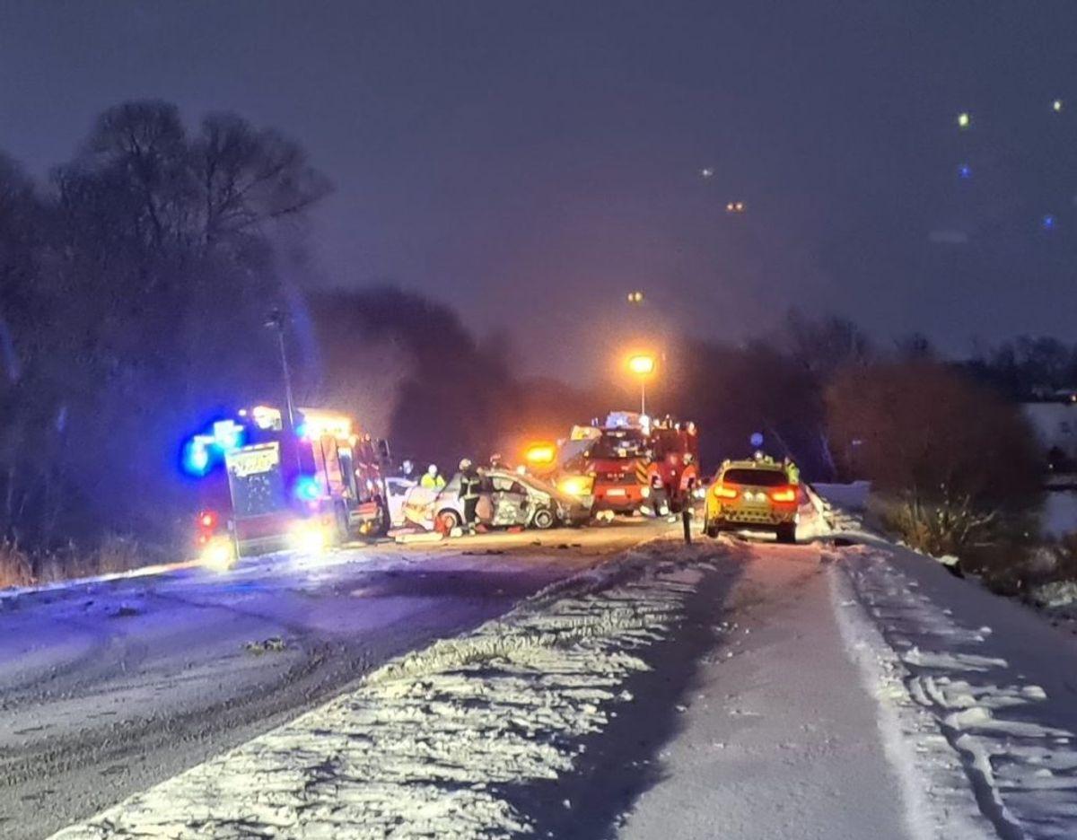 Voldsomt sammenstød på Skamlingsvejen. Foto: presse-fotos.dk