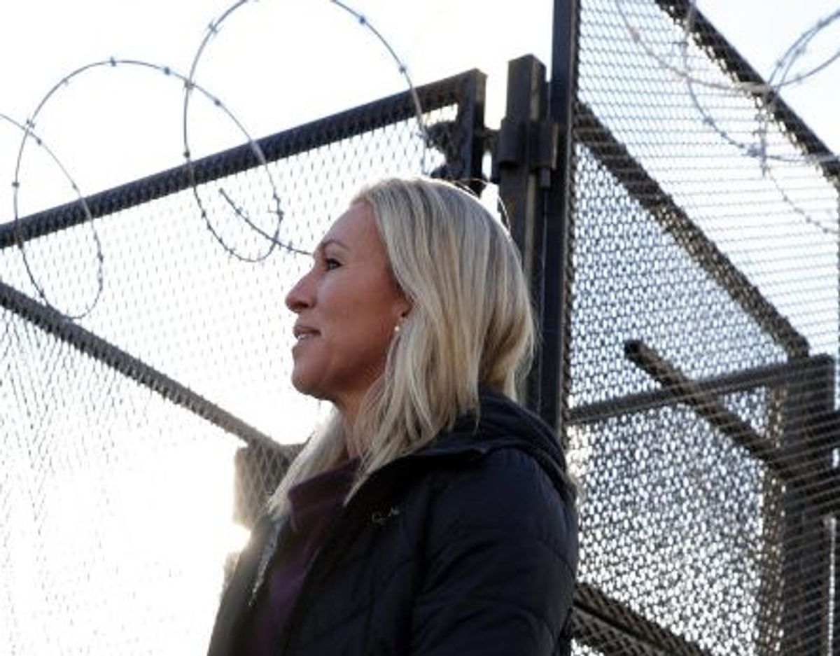 """Marjorie Taylor Green har tilbage i 2017 i en række videoer på nettet promoveret QAnon og kaldt bevægelsens ukendte leder for """"en patriot"""". Her ses hun uden for Kongressen. Foto: Alex Wong/AFP"""