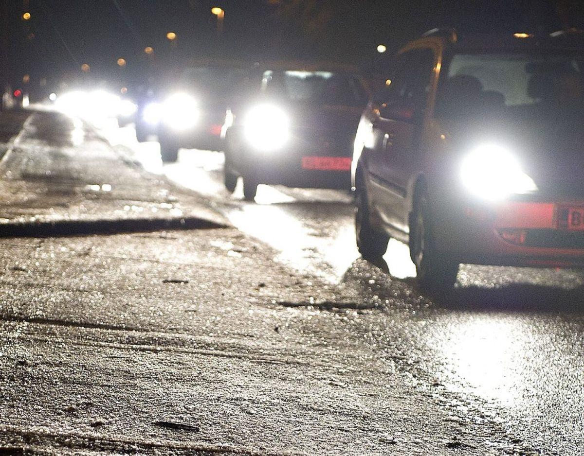 Der er formentlig glatte veje i det meste af landet både torsdag aften, natten til fredag og fredag morgen, oplyser DMI. Arkivfoto: Ritzau Scanpix.