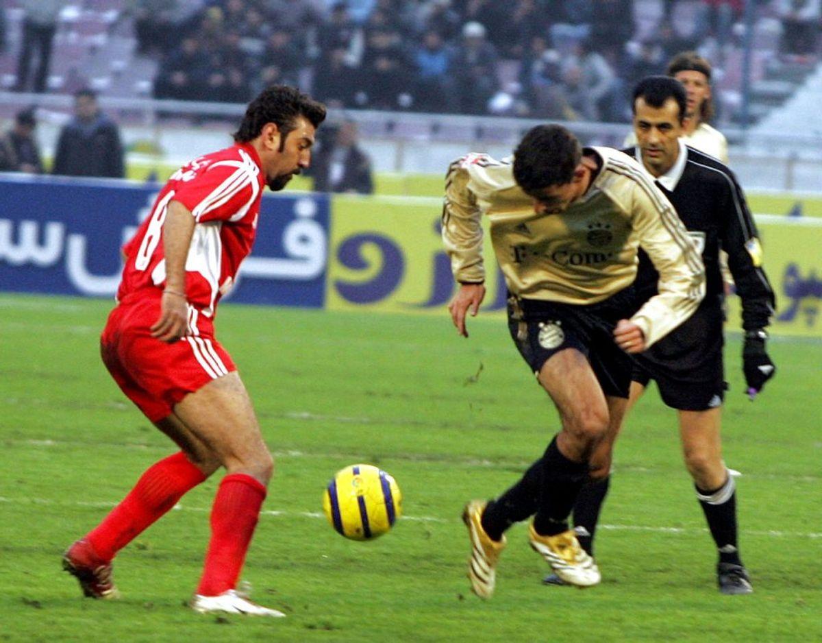 Her ses Anzarian i kamp for Persepolis mod Bayern München ved klub-VM i 2006. Foto: Scanpix