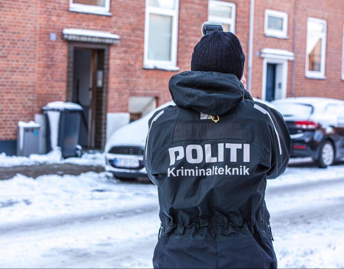 Politiet er massivt til stede ved knivstikkeriet i Esbjerg. KLIK VIDERE OG SE FLERE BILLEDER. Foto: presse-fotos.dk