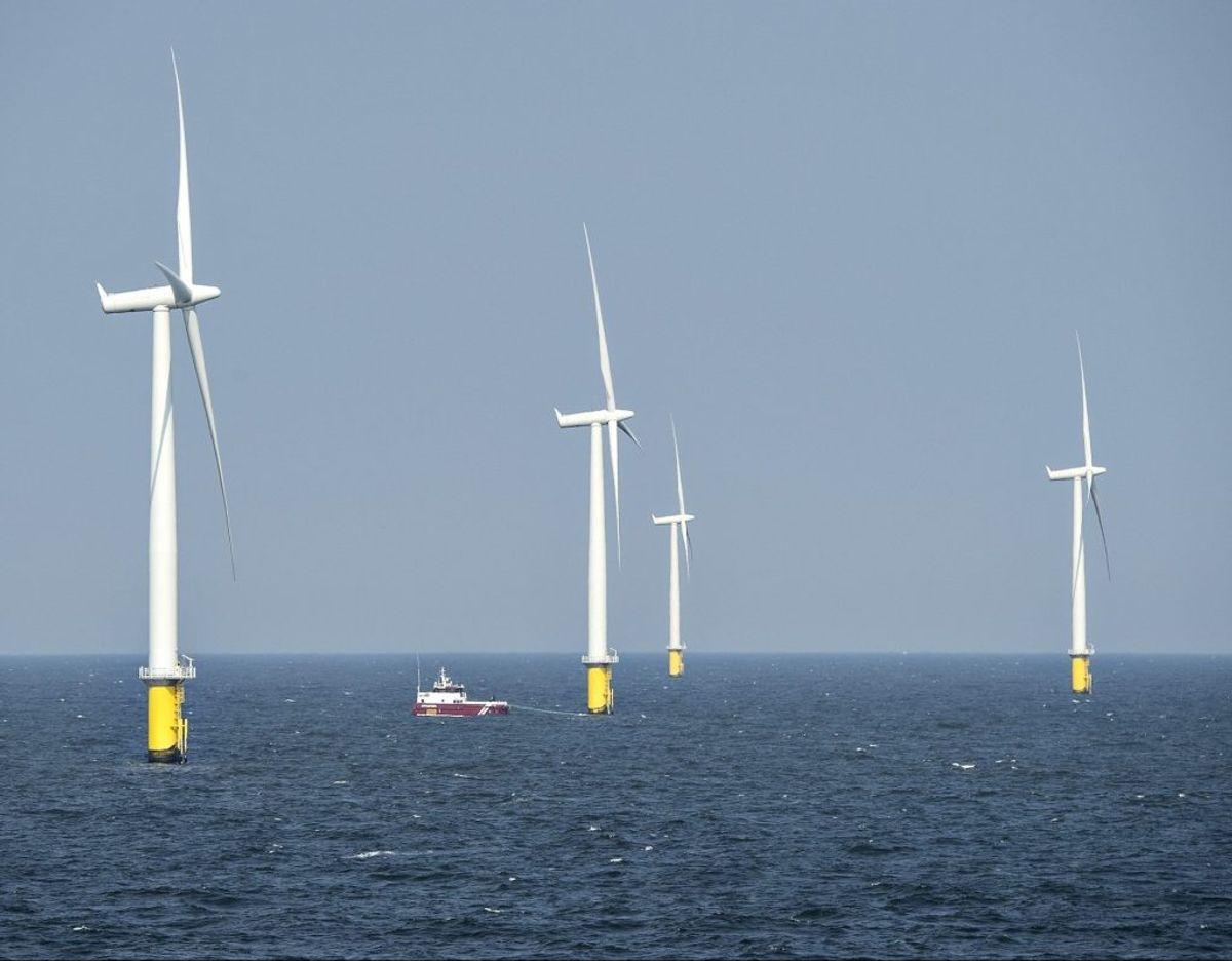 Danmark skal producere mere strøm fra havvind og til det formål skal der etableres en energiø 80 kilometer ude i Nordsøen. Torsdag blev et bredt flertal enig om en aftale, der bringer energiøen tættere på etablering. – Foto: Henning Bagger/Ritzau Scanpix