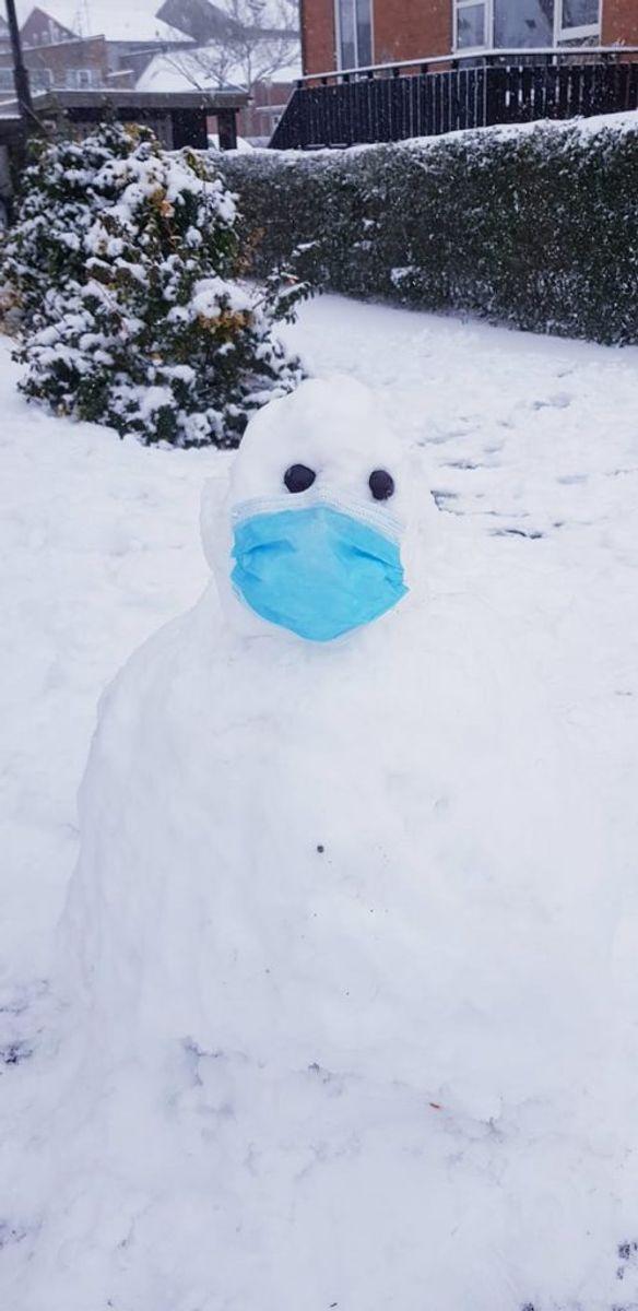 Mohammad har sendt dette billede af en coronasikker snemand.
