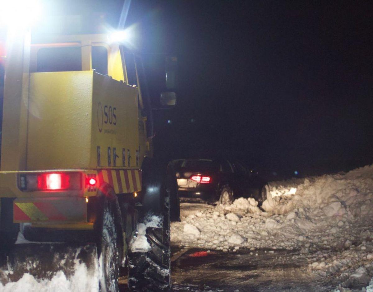 Flere steder er der snekaos på vejene torsdag morgen. Her er det ved Lunderskov. Foto: Presse-fotos.dk.