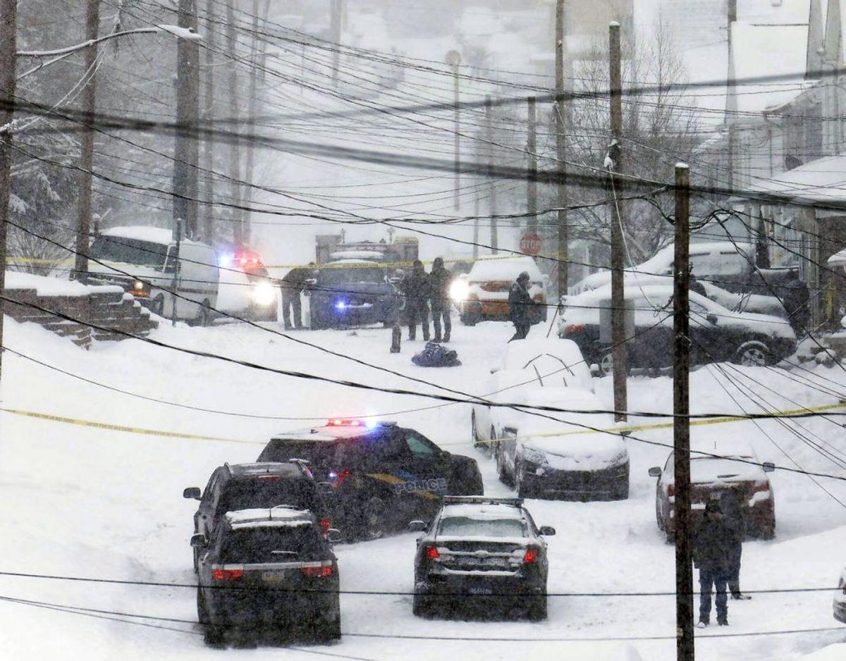 Det kraftige snevejr kostede liv – på en uventet måde. KLIK FOR FLERE BILLEDER AF SNEVEJRET. Foto: Dave Scherbenco/AP/Ritzau Scanpix