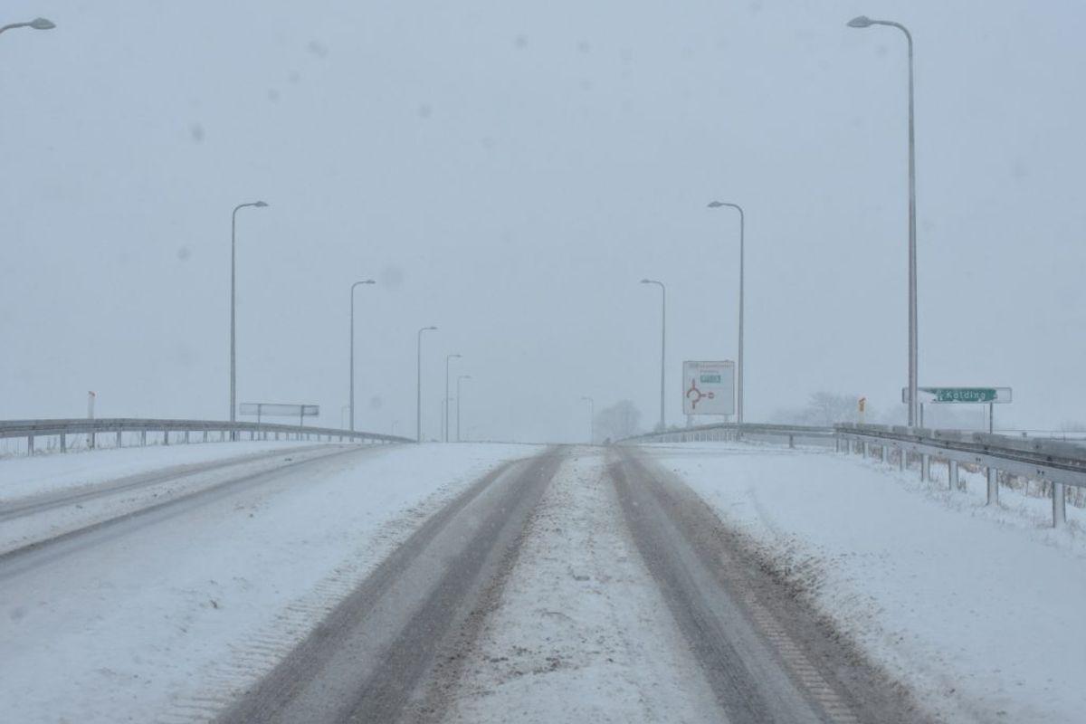 Sneen gør vejene som sæbe. Her fra Aabenraa. KLIK FOR FLERE BILLEDER. Foto. Presse-fotos.dk