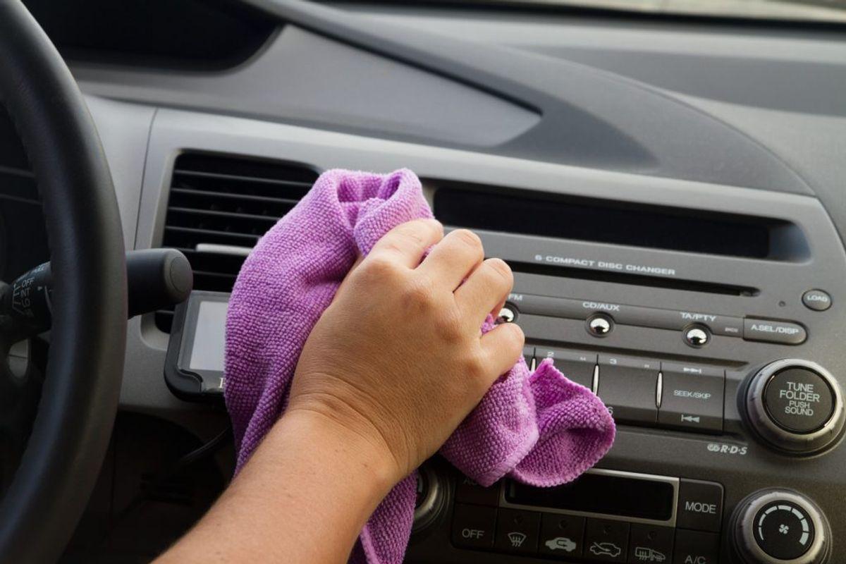 Grundig vask og polering, så bilen er beskyttet mod vejsalt og sjap. Ritzau Scanpix
