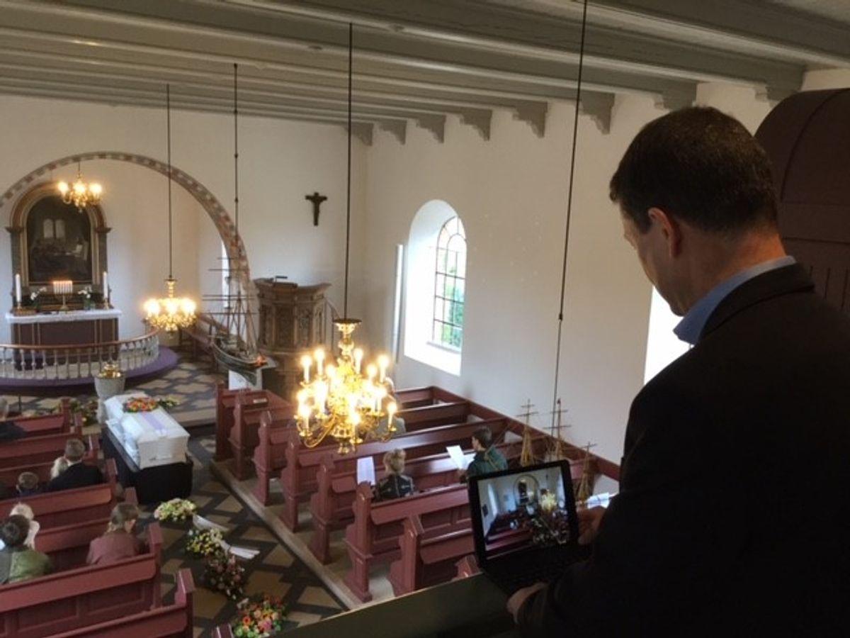 Hos Heick & Larsen har man livestreamet omkring hver tredje begravelse siden foråret. Foto: Bedemand Heick & Larsen