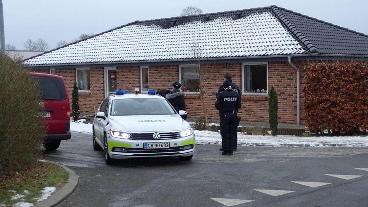 Politiet er til stede efter drab i Malling. Klik videre for at se flere billeder. Foto: Øxenholt foto